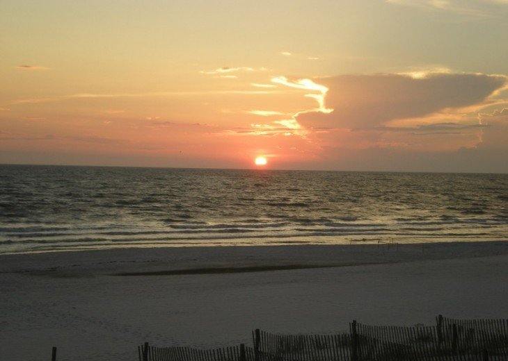 4Sunsets: 5 Star Reviews Secluded Dunes North End Gulf Front--4 decks #27