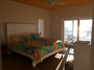 'Sunflower' Master king suite with private gulf-freon deck