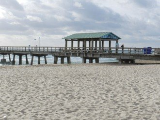 2 Blocks to Beach, Shopping, Entertainment, & Pier #1