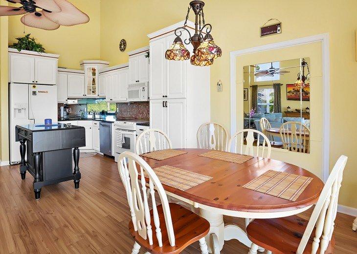 Convenient breakfast nook by the kitchen