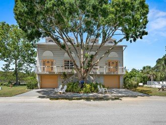 Location is everything and this unit is perfectly situated near beaches and Old