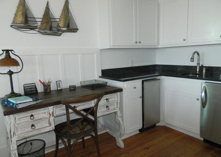Desk, Mini bar living floor