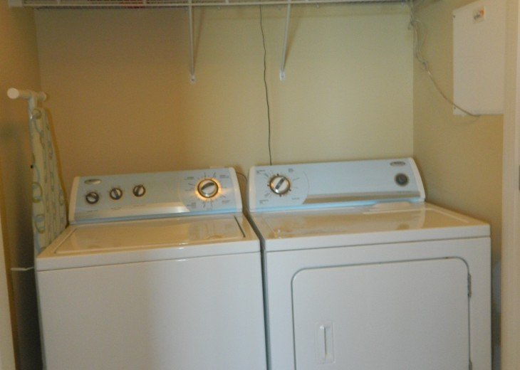 washer/dryer in hall
