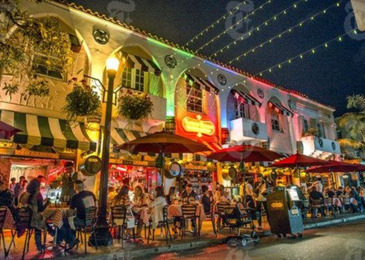 Only 10-minute drive to Espanola Way and its many restaurants.