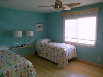 second bedroom with extra long twin beds