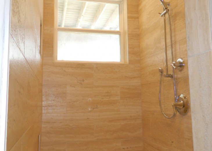 Entry floor king shower