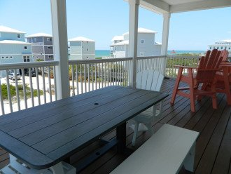 Living deck picnic table & chairs
