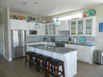 Great kitchen with upper end appliances