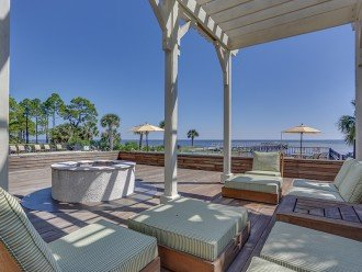 Beautiful Community Bay Area-- includes fire pit, pool, bay docks, and more!