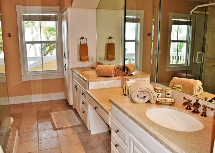 30 night minimum stay, SUNSET KEY, LUXURY UPSCALE HOME RIGHT ON THE BEACH, #11