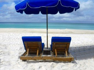 Beach service ($190 weekly value free to our renters) 2 padded chairs & umbrella