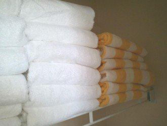 Plenty of fresh bath linen.