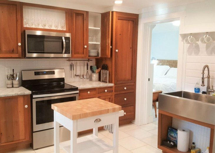 Downtown Lemon Guesthouse -Sleeps 14 - 4 BD 2.5 BA - Easy Walk to St George St #19