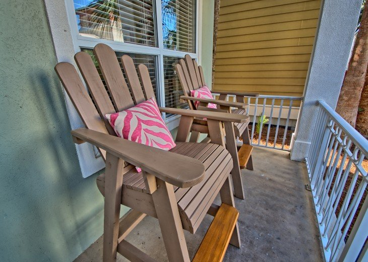 Pool Deck House ! 1 block to Beach, 1 block to Rosemary Beach town square #37