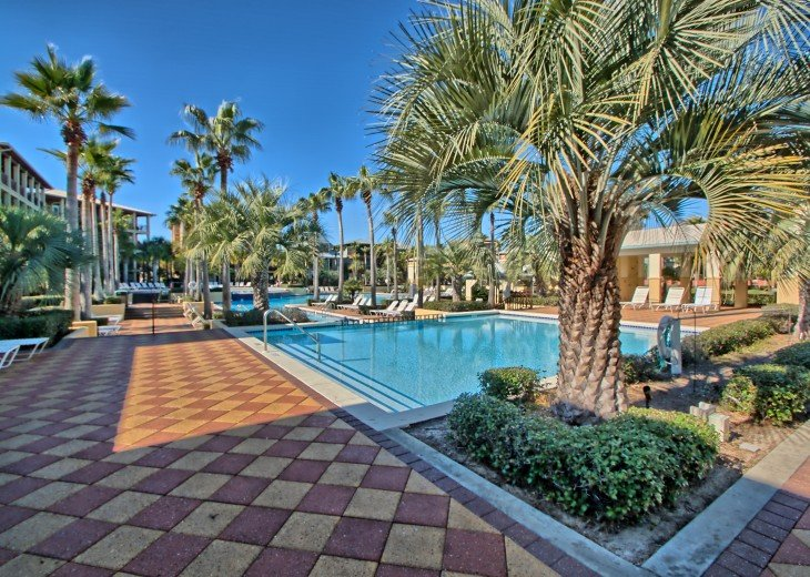 Pool Deck House ! 1 block to Beach, 1 block to Rosemary Beach town square #33