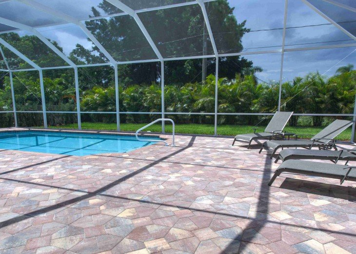 Spacious villa with private pool in a prime beach location #4