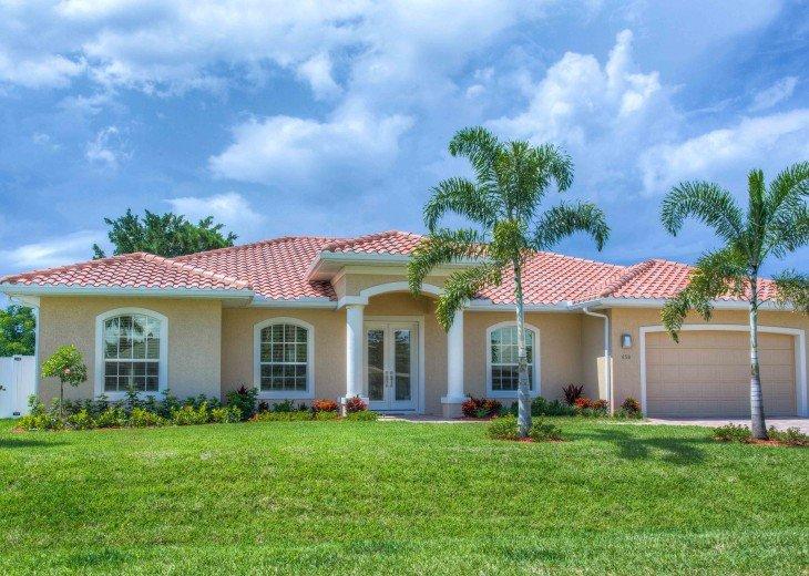 Villa Beach Palace appr. 2.900 sq.ft (4 bedrooms, 3,5 bathrooms) spacious pool