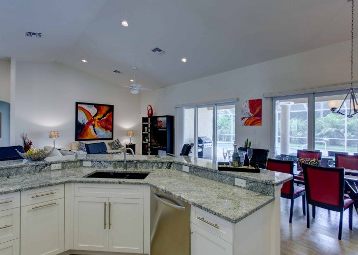 Spacious villa with private pool in a prime beach location #15