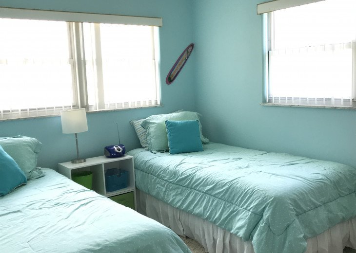 Front bedroom with 2 twin beds