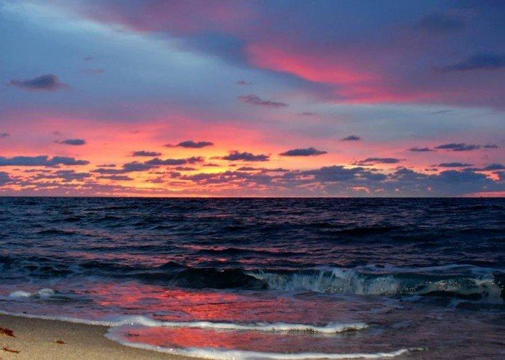 ST AUGUSTINE BEACH DIRECT OCEANFRONT BEACH HOUSE SLPS 2-8 or 12 fr $199 NIGHT #29