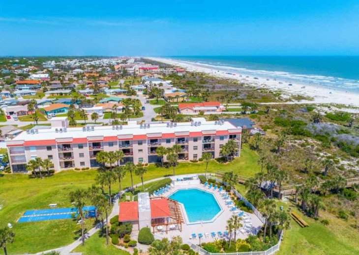 SPRING SPECIAL- BEACH ACCESS-VACATION RENTAL-2 POOLS-1 heated, TENNIS-BBQ #9
