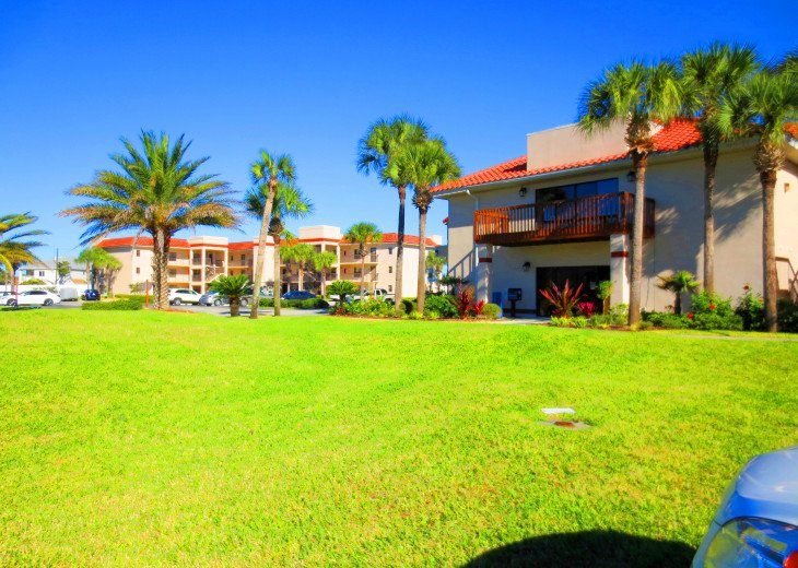 SPRING SPECIAL- BEACH ACCESS-VACATION RENTAL-2 POOLS-1 heated, TENNIS-BBQ #62