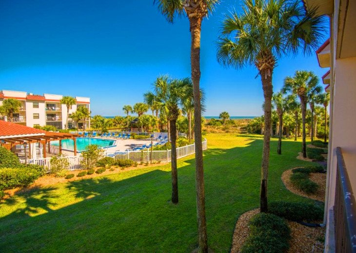 SPRING SPECIAL- BEACH ACCESS-VACATION RENTAL-2 POOLS-1 heated, TENNIS-BBQ #88