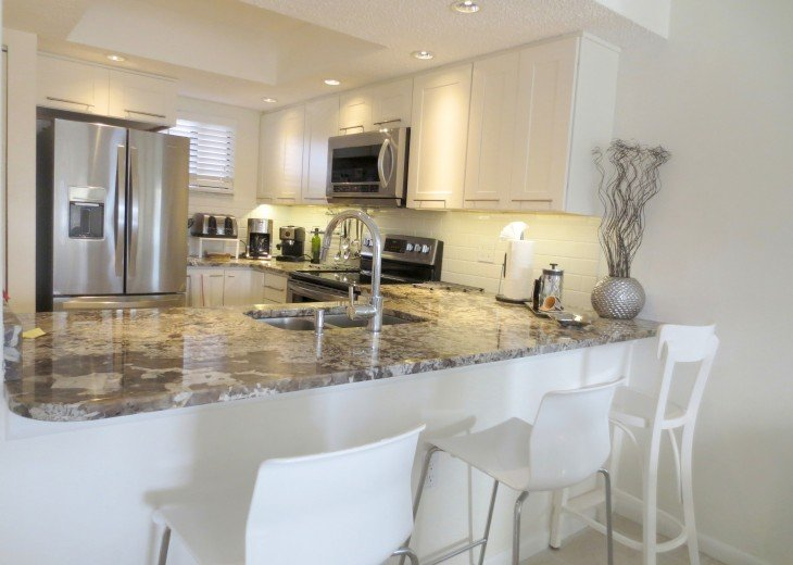 Stainless appliances, filtered water, recessed lighting