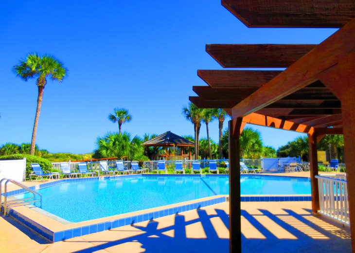 SPRING SPECIAL- BEACH ACCESS-VACATION RENTAL-2 POOLS-1 heated, TENNIS-BBQ #13