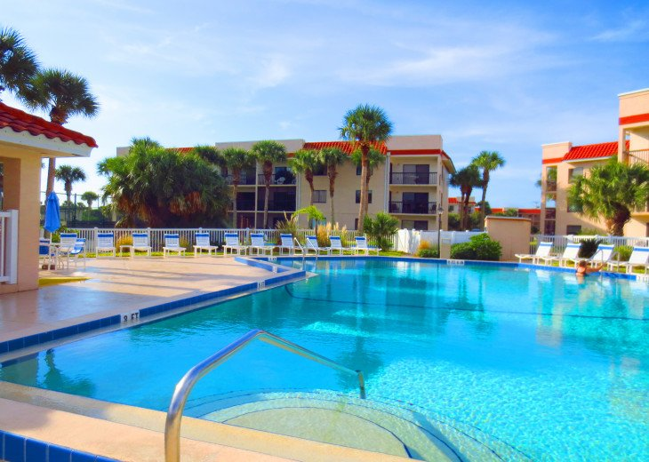 SPRING SPECIAL- BEACH ACCESS-VACATION RENTAL-2 POOLS-1 heated, TENNIS-BBQ #58