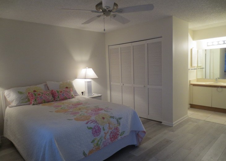 SPRING SPECIAL- BEACH ACCESS-VACATION RENTAL-2 POOLS-1 heated, TENNIS-BBQ #55