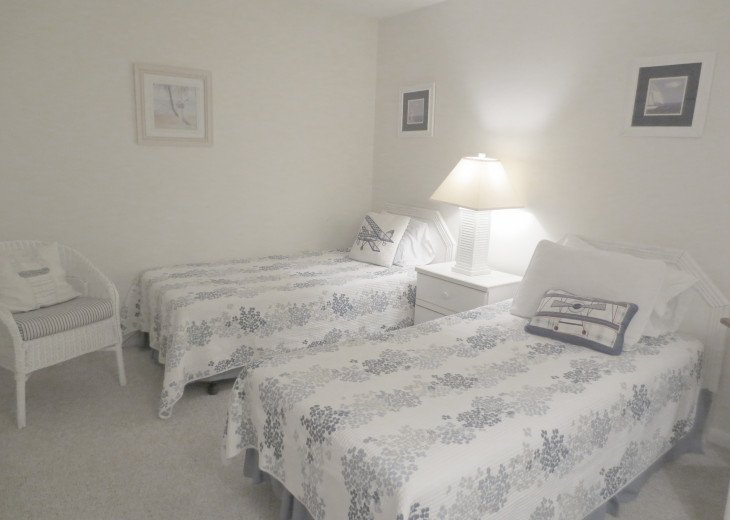 SPRING SPECIAL- BEACH ACCESS-VACATION RENTAL-2 POOLS-1 heated, TENNIS-BBQ #50