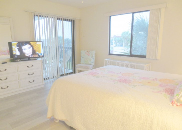 SPRING SPECIAL- BEACH ACCESS-VACATION RENTAL-2 POOLS-1 heated, TENNIS-BBQ #53
