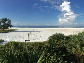 Siesta Key main beach area - only a 7 minute walk!