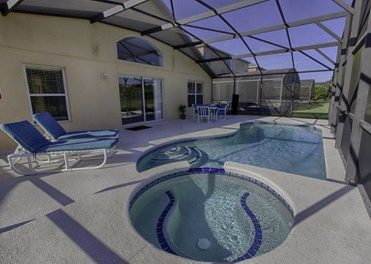 "Gorgeous Lakefront Resort Pool Home - your ""Home Away from Home"" for 6 to 12 #2"