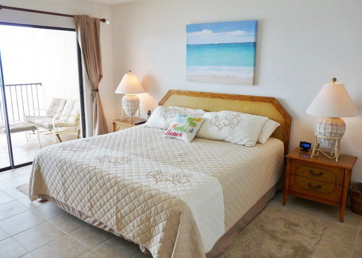 Master Bedroom Suite (King size bed) with Direct Oceanfront view from Balcony