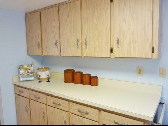 Full Kitchen (pots, pans, dishes, utensils, etc. provided)