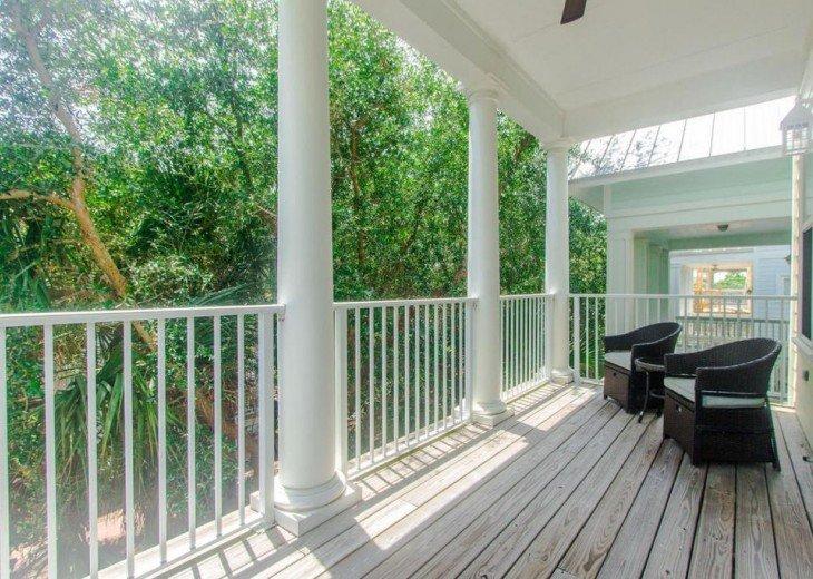 Enjoy the deck of master bedroom.