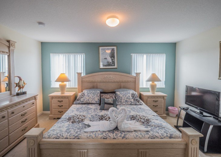Luxury 6 bedroom villa in a gated community #38