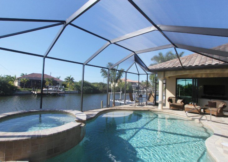 charming holiday home with pool and boat dock in Cape Coral, Florida