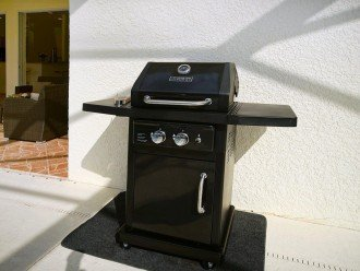 time to barbecue on the grill of the Villa