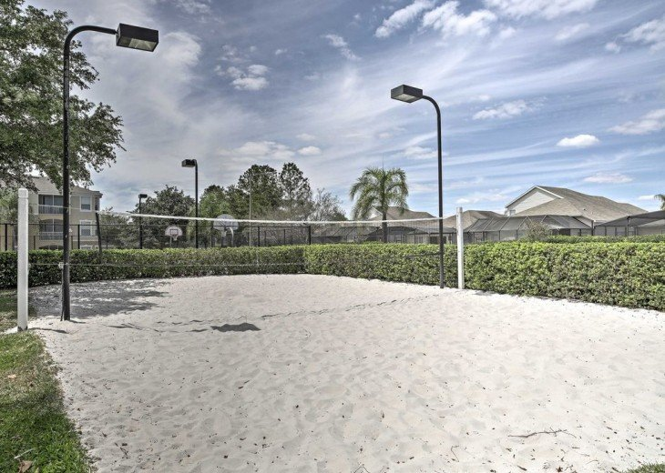 5 Star Updated Windsor Palms Pool Home with 2 Master bedrooms. 4 Bed 3 Bath #31