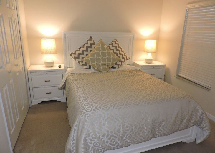 Second bedroom with Queen size bed and ensuite bathroom