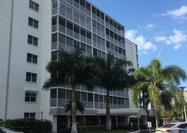December special at off season monthly rate! Comfortable Condo Naples #2