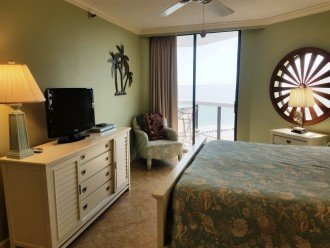 Master Bedroom Large Dresser & Clock Flatscreen TV/DVD Player Balcony Access