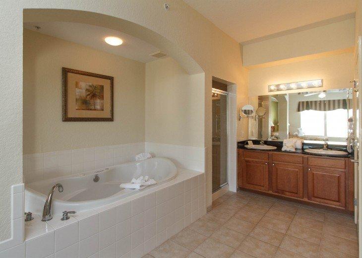 Luxury Resort Condo-3 Bdrm,$800/Week. Free WIFI & Shuttle #14