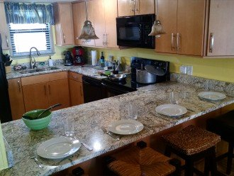 Equipped kitchen w/ice cream and drinks maker, waffle iron, Espresso, Fondue,