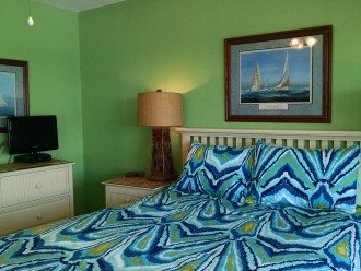 MBR w/ensuite BA, Queen pillowtop, TV, DVD, private deck over beach; linens