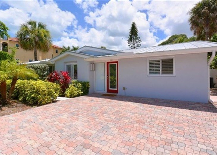 Sophisticated updated modern pool home on St. Armands #3