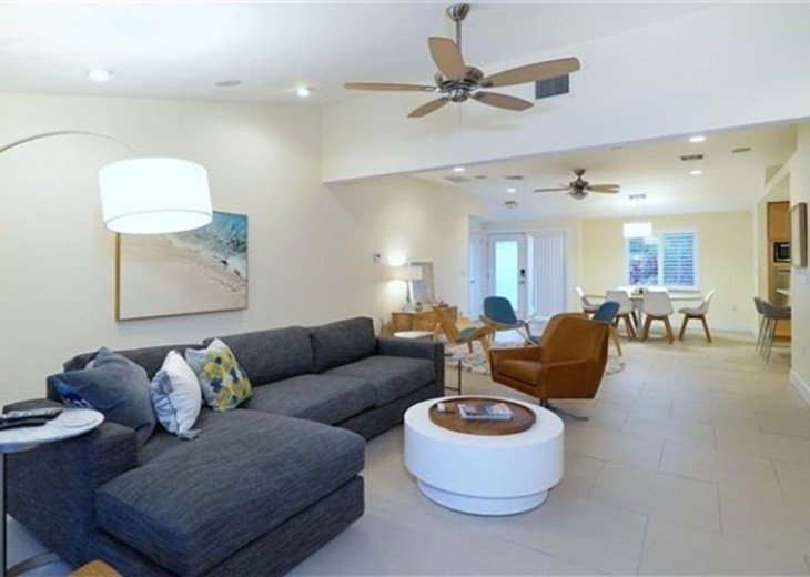Sophisticated updated modern pool home on St. Armands #5